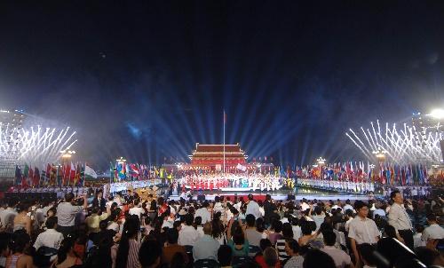 图文:北京邀请世界 天安门广场流光溢彩