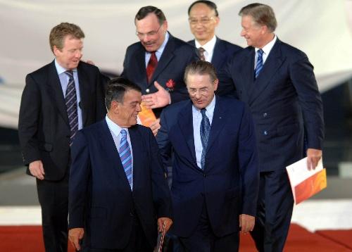 图文:北京邀请世界 罗格颁发奥运会邀请函