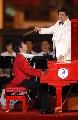图文:北京邀请世界 钢琴家郎朗在演奏