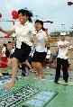 图文:湖南社区举行运动会迎奥运 激烈跳绳比赛
