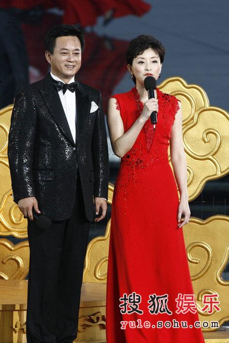 图:奥运倒计时晚会现场 朱军杨澜