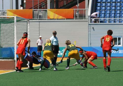图文:中国女曲3-0南非 门前展开激战