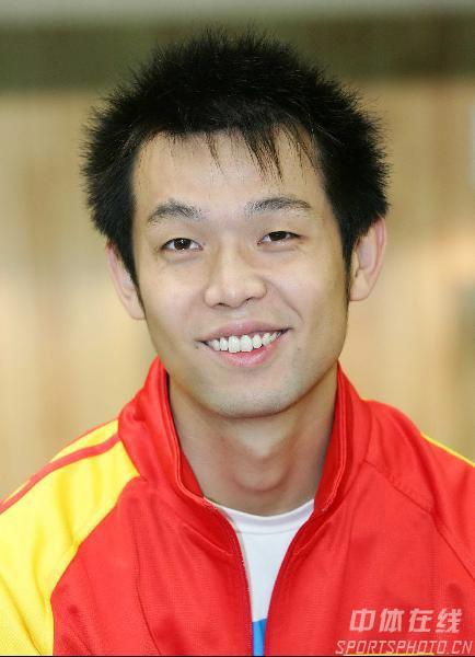 图文:中国射击队选拔赛 含蓄的朱启南