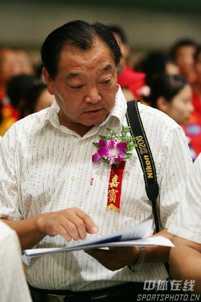 图文:中国射击队选拔赛 奥运冠军许海峰