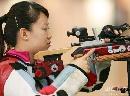 图文:中国射击队选拔赛 武柳希赛间准备