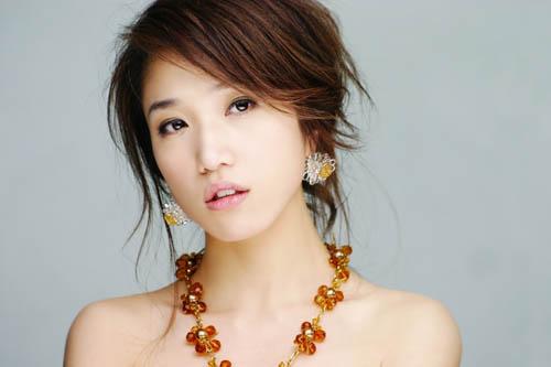 舞天后不敌网络歌手 胡杨林将取代王蓉代言