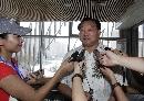 图文:奥运会射击选拔赛开赛 许海峰接受采访
