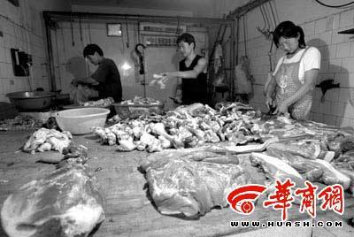 猪肉按部位售卖,平均每公斤约23元 本报记者 赵雄韬 摄