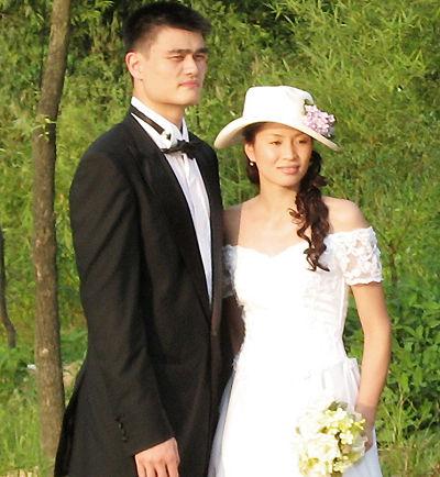 图为二人在婚纱照拍摄现场的留影