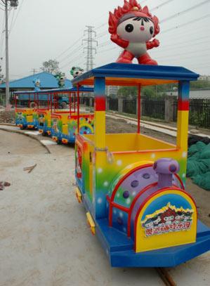 妮妮园中建设中福娃小火车