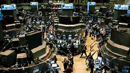 8月10日收市时,纽约股票交易所交易厅场景