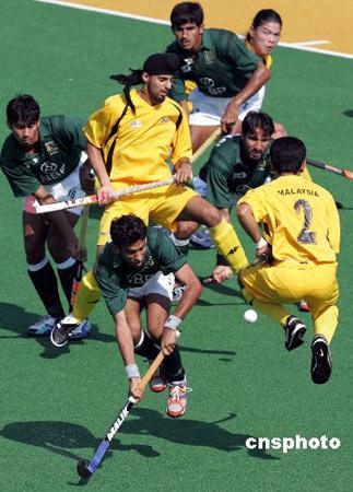 图文:奥运曲棍球测试赛 中国澳大利亚杀做一团