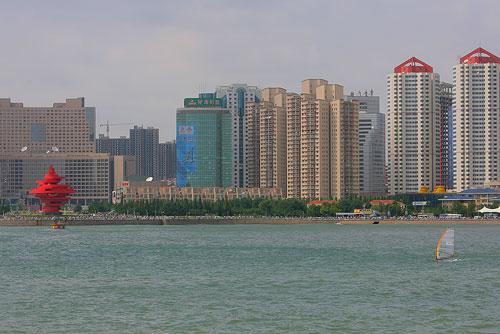 图文:2007青岛国际帆船赛 中国队男子帆板一号