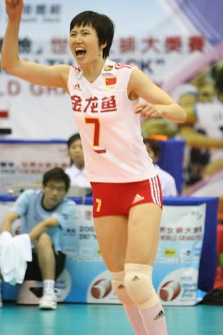 图文:女排大奖赛中国负意大利 周苏红庆祝得分