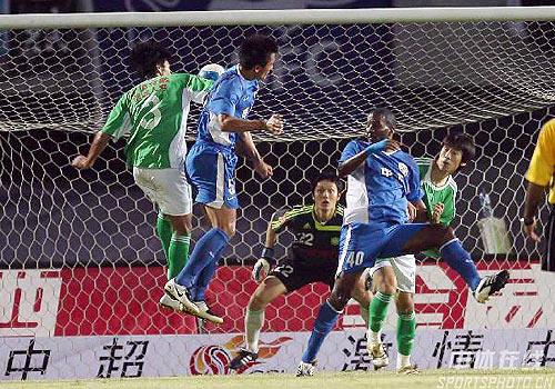 图文:[中超]北京2-3申花 杜威破门瞬间
