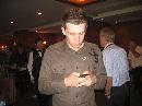 图文:上海大师赛庆功晚宴 塞尔比在玩弄手机