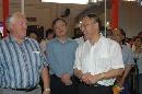 图文:中国体育用品博览会 刘鹏与外国展商交谈