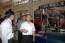 图文:中国体育用品博览会 刘鹏参观网球展台