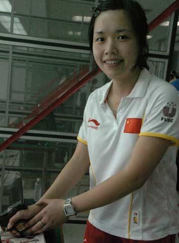 图文:大运会女子25米运动手枪 王洁仪露出笑容