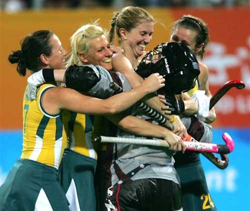 图文:[女曲]中国VS澳大利亚 澳队员激动庆祝夺冠