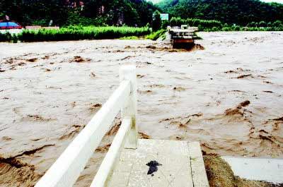 昨日,辽宁抚顺新宾满族自治县境内的南杂木大桥发生坍塌