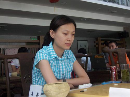 图文:第五届建桥杯预选第三轮  唐奕气定神闲