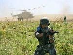 解放军特种兵执行警戒任务