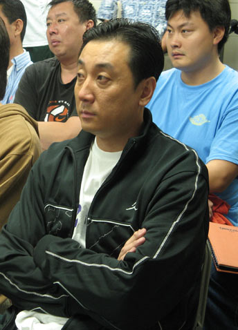 图文:市长接见CBA选秀裁判 王非在现场