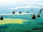 直升机编队向演练地域进发