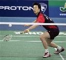 图文:[羽毛球]李炫一2比0佐藤翔治 奋力救球