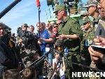 """记者们对俄方新闻官""""又爱又恨"""""""