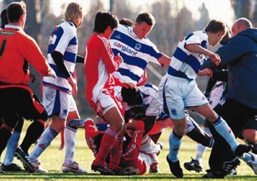2007年2月7日,国奥在女王公园巡游者队比赛中发生冲突