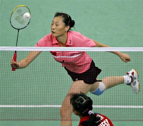 图文:[羽毛球]张宁2-0胜尤利安蒂 网前截击