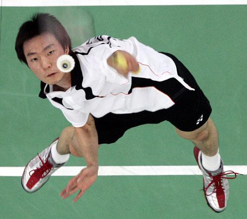 图文:[羽毛球]鲍春来2-0轻取李铉一 不甘示弱