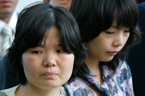 8月17日,两名获释韩国女人质抵达首尔仁川国际机场。