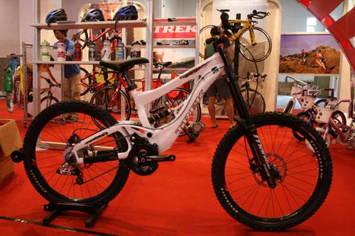 图文:第二十一届体博会开幕 运动自行车展示一