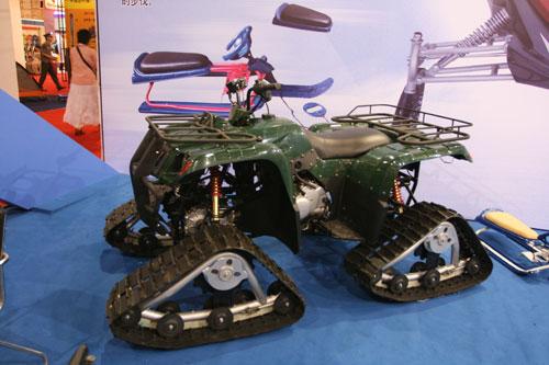 图文:第二十一届体博会开幕 户外运动车展示