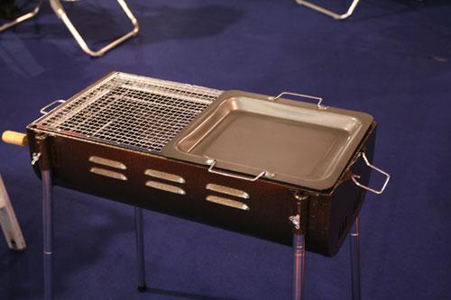 图文:第二十一届体博会开幕 户外烧烤用品展示