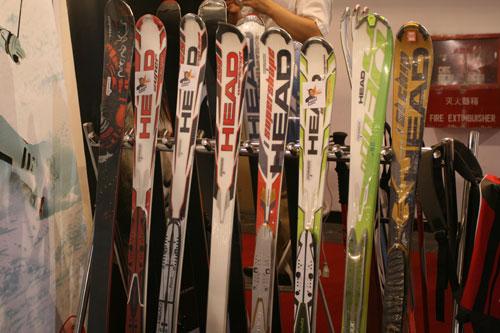 图文:第21届体博会开幕 滑雪运动器材展示