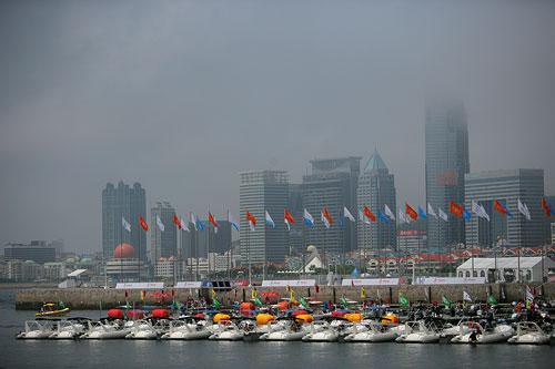 图文:青岛帆船赛第三日 中午青岛市区大雾弥漫
