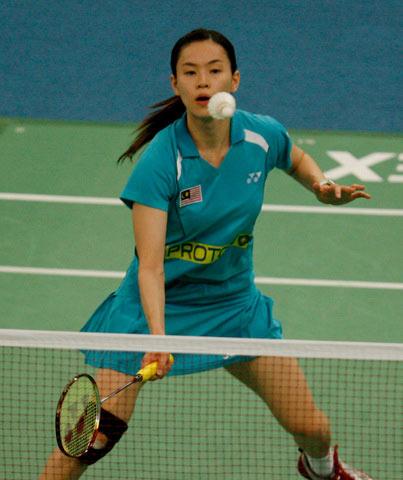 图文:[羽毛球]朱琳2-1力克黄妙珠 羽坛美女