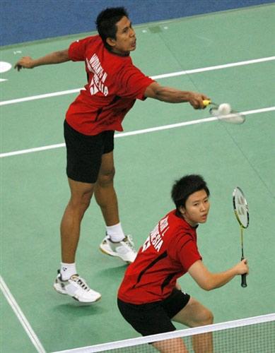 图文:[羽毛球]谢中博/张亚雯遭淘汰 印尼对手