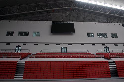 图文:农大体育馆完工 看台固定座席和临时座席