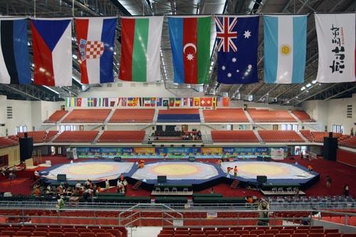 图文:农大体育馆完工 国旗展示赛事日益临近