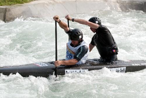 图文:皮划艇激流回旋中国公开赛 英国选手比赛