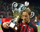 图文:[贝杯]米兰2-0尤文 安布收获冠军奖杯