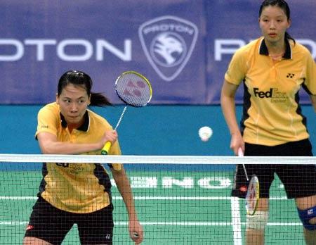图文:[羽毛球]杨维/张洁雯内战取胜 左右开弓