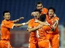 图文:[中超]山东VS上海 鲁能庆祝进球