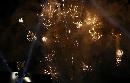 图文:曼谷大运会闭幕式 焰火升空照亮曼谷夜空
