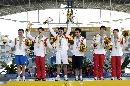 图文:曼谷大运会闭幕式 跳水男子团体中国夺金